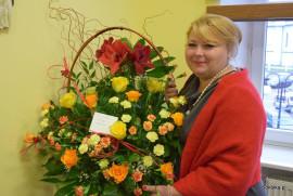 Burmistrz z koszem kwiatów