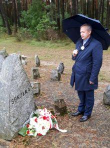 """Przy symbolicznym kamieniu z napisem """"Sokółka"""""""