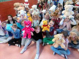 Dzieci z misiami
