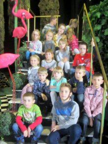 Grupa dzieci w teatrze