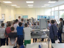 Uczniowie zobaczyli jak działa linia produkcyjna