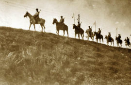 Zdjęcie z wojskiem na koniach