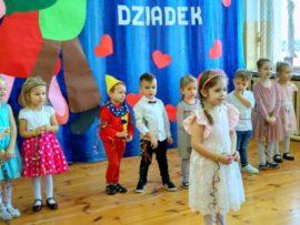 Na zdjęciu dzieci z SP w Rozedrance