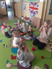 Na zdjęciu zabawa w przedszkolu