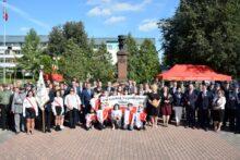 Zdjęcie grupowe pod pomnikiem Piłsudskiego