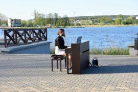 Muzykowanie nad zalewem w Sokółce
